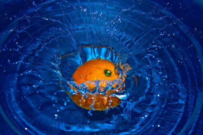 fruit orange in water